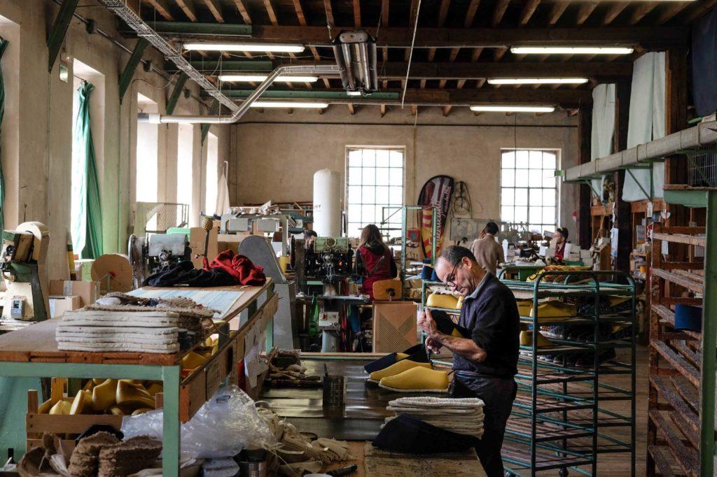 Photo de l'atelier de confection des espadrilles françaises